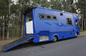 2016 3 Horse Truck with Living & Storage