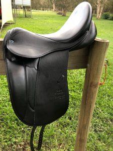 """Stubben Maestoso -  17"""" Black Show Saddle"""